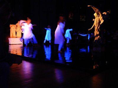 performance-2-talinovo-tanztheater-ueber-engel-anna-eichlinger-800w