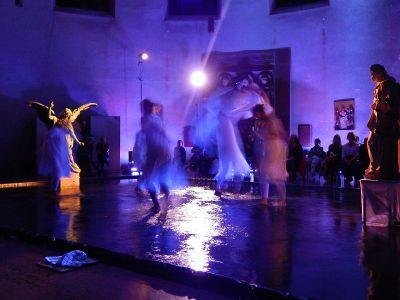 performance-4-talinovo-tanztheater-ueber-engel-anna-eichlinger-800w