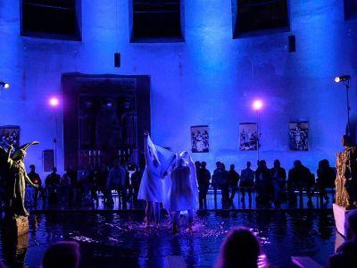 performance-5-talinovo-tanztheater-ueber-engel-anna-eichlinger-800w