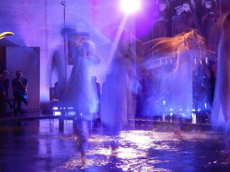 performance-3-talinovo-tanztheater-ueber-engel-anna-eichlinger-800w