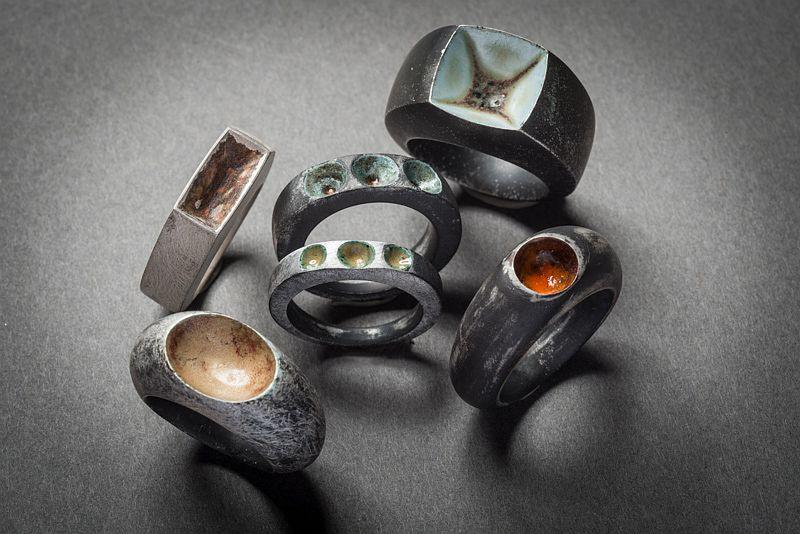 autorenschmuck-missing-rings-silber-emaille-gegossen-anna-eichlinger-800w