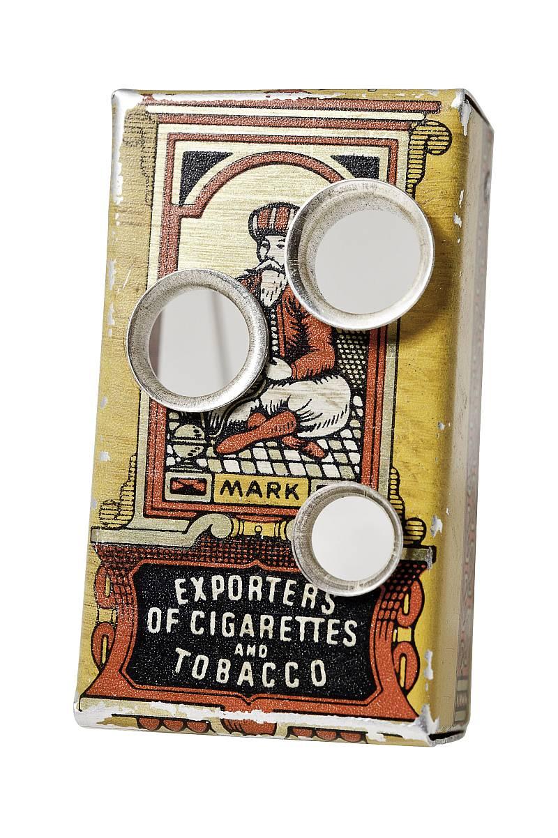 brosche-alte zigarettenschachtel-durchloechert-silberanna-eichlinger-800w