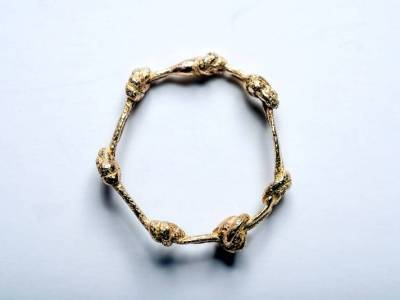 autorenschmuck-knotenring-gold-dick-anna-eichlinger-800w