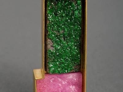 brosche-gold-cobaltcalcit-uwarowith-anna-eichlinger-800w