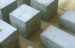 familienschmuck-in beton-kuenstlerin-anna-eichlinger-muenchen-westend
