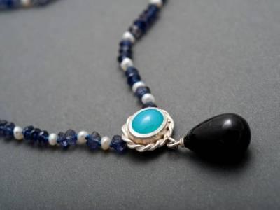 kette-iolith-perlen-chalcedon-turmalin-anna-eichlinger-800w