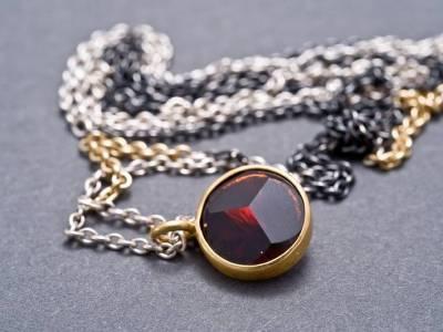 kette-silber-gold-granat-anna-eichlinger-800w