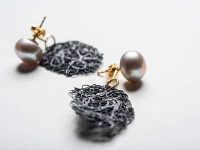 ohrschmuck-gold-perlen-eisen-blei-anna-eichlinger-800w