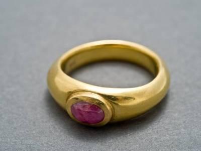 ring-antike-form-gold-rubin-anna-eichlinger-800w