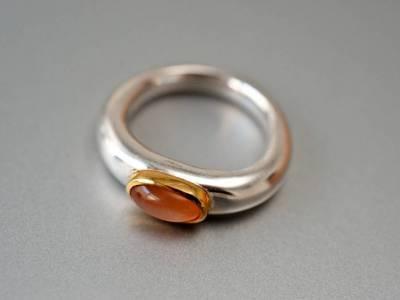 ring-antike-form-silber-mondstein-gold-anna-eichlinger-800w