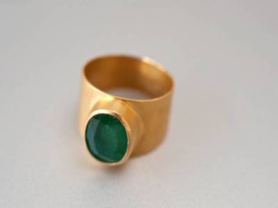 ring-gold-montiert-smaragd-anna-eichlinger-800w