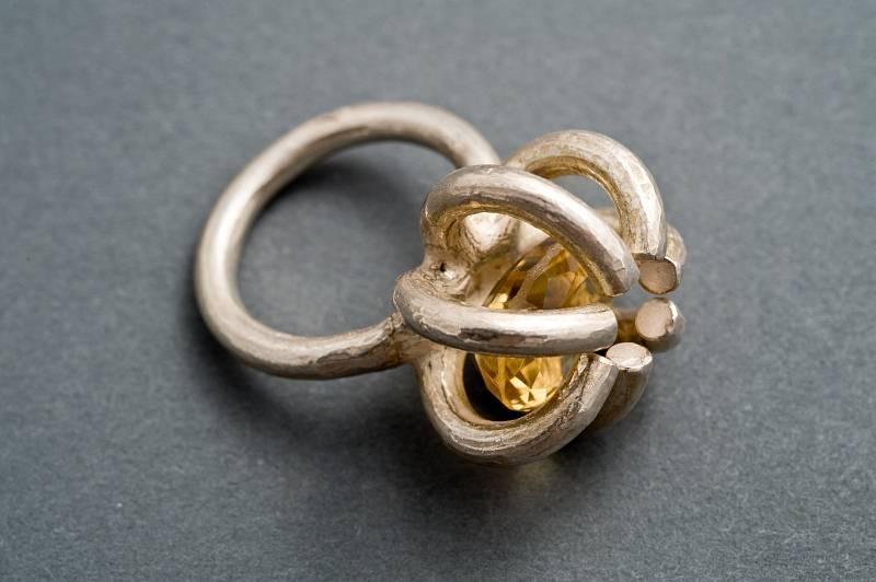 geschlossene bluete-silber-ring-citrin-anna-eichlinger-800w