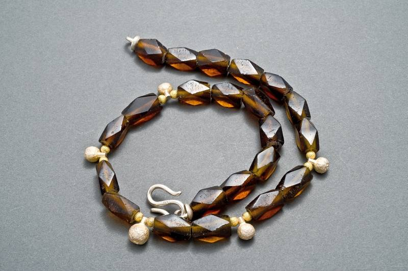kette-glasperlen-silber-gold-piment-anna-eichlinger-800w
