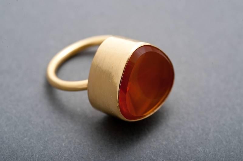 ring-gold-montiert-feueropal-anna-eichlinger-800w